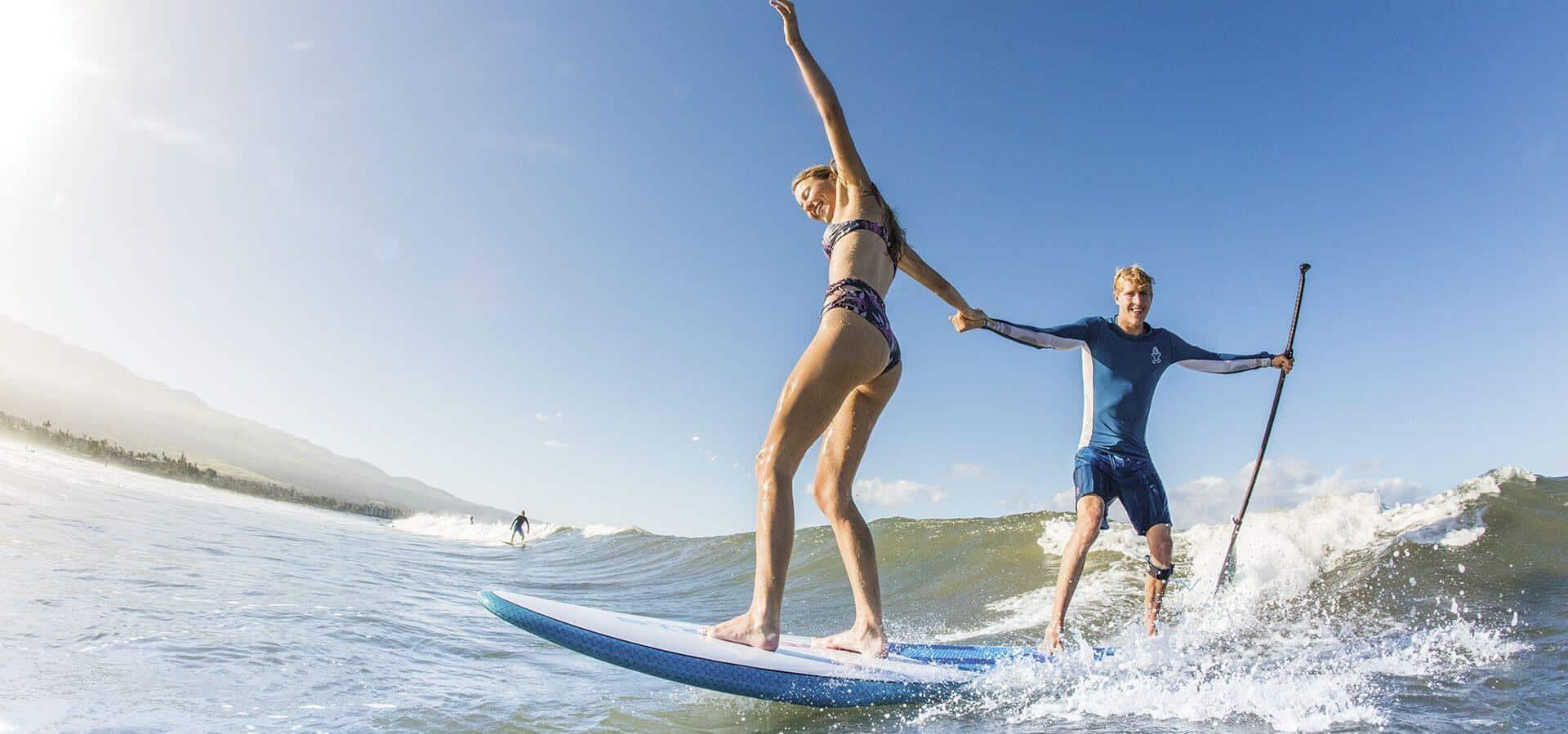 EIN SURF CENTER MIT VOLLER AUSRÜSTUNG